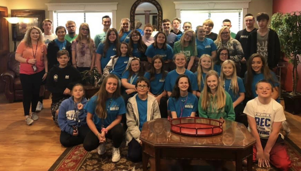 UNITE Club Visits Local Nursing Home